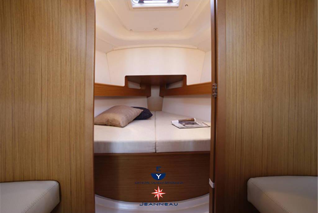 Sun Odyssey 33i cabin 2